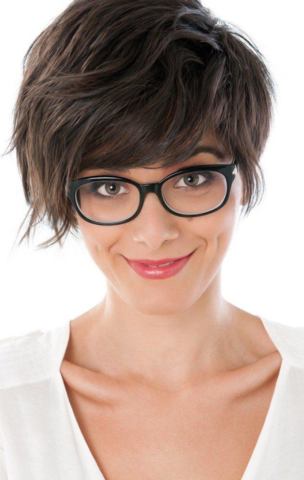 coupe de cheveux pour femme avec des lunettes coloration des cheveux moderne. Black Bedroom Furniture Sets. Home Design Ideas