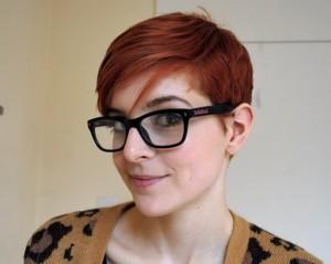 ... alors préférable de considérer les lunettes comme un accessoire  secondaire et d opter pour une coiffure qui mettra le visage en valeur. 264e76705f17